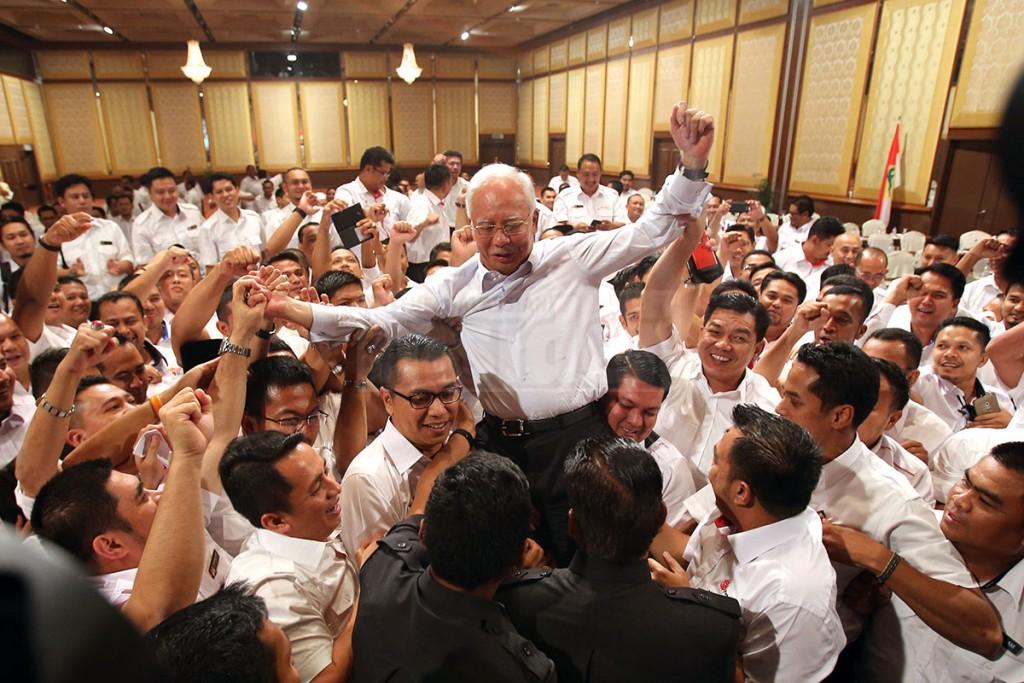 najib_razak-khairy-UMNO_youth_support-pwtc-130415-TMI-KAMAL_ARIFFIN